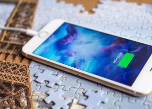 """تقرير جديد من اليابان """" يؤكد """" قدوم هاتف iPhone جديد بحجم 5.8 إنش هذا العام"""