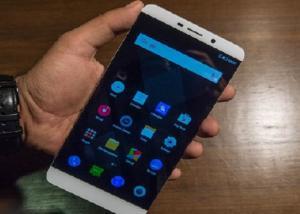 هاتف شركة LeEco يضم شاشة منحنية الطرفين