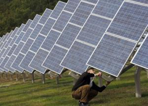 السعودية: تطلق أول محطة لتوليد الكهرباء بالطاقة الشمسية في فرسان